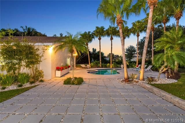 Move In Ready Just Perfect Davie Luxury Main Home Guest Home 6 Car Garage Over An Acre Of Land Susan Penn Property For Sale Property Real Estate Search