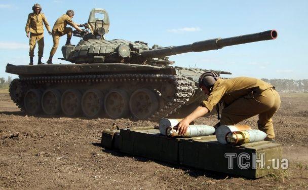 На Донбасі стає гаряче від обстрілів  бойовики знову стріляють із танка. Хроніка АТО - Телевизионная служба новостей 11