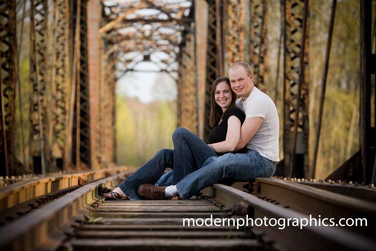 Engagement photoEngagement Pictures, Photos Ideas, Engagement Portraits, Engagement Photos, Couples Photography, Anniversaries Pictures, Engagement Pics, Couples Pics, Railroad Track