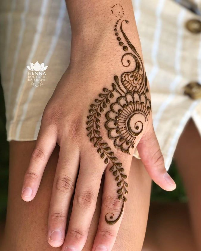 Easy And Simple Mehndi Designs That You Should Try In 2020 In 2020 Henna Tattoo Hand Henna Tattoo Designs Simple Simple Henna Tattoo