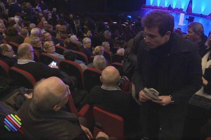 """Hugo Clément en est resté abasourdi. Ce jeudi lors d'un meeting de François Fillon à Poitiers, un militant pro-Fillon l'a traité de """"fouille-merde"""" et l'a accusé de perpétuer """"un massacre"""" de la famille Fillon. La suite du discours de cesinistre personnage est assez étourdissante :""""Tu conduisais les trains quand t'emmenais les mecs à Auschwitz, c'est …"""