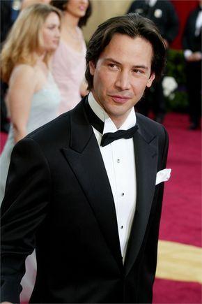 Keanu wearing tuxedo (or something close to it - lol) Academy Awards 2003