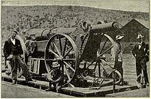 Boere se Long Tom geweer oppad na Kimberly vir die beleg van die stad. Op die stadium was Cecil John Rhodes in Kimberly.