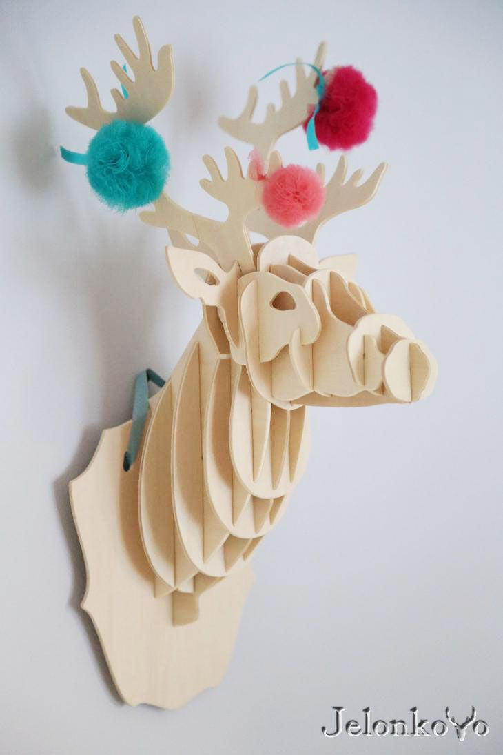 Jelonkovo deer head with tulle pompoms