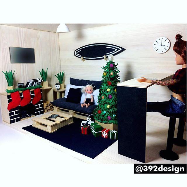 """Современный кукольный домик """"Панда"""" 🐼  #dollhouse_392design ----------------------------------------- Самый волшебный праздник - Новый Год! 🎄🎅🏾 в магазинах очереди, начинаются украшательства и выбор подарков ... чудесное время 😀  Отличным подарком для девочек станет кукольный домик с эксклюзивным дизайном! Такой в мире один! 😉 все фото и видео домика можно посмотреть по тегу #dollhouse_392design ------------------------------------------ ВСЕ СДЕЛАНО ВРУЧНУЮ.  Домик в единственном…"""