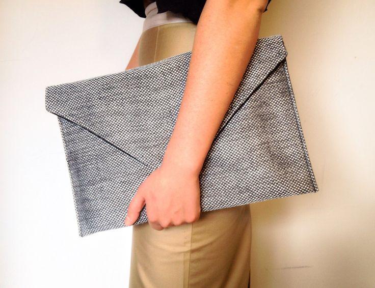 DIY: Réaliser un pochette enveloppe en tissu pour ses documents A4. Terminer les pochettes cartonnées. Ou du moins, terminer de les afficher.