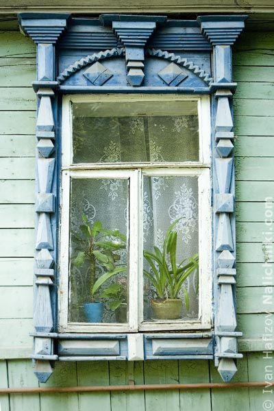 Traditional Russian wooden window carved platband. Традиционный русский резной деревянный оконный наличник #16