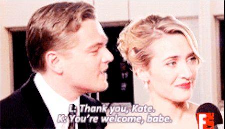 """Y cuando Ryan Seacrest le preguntó a Leo si Revolutionary Road era un gran desafío, Kate intervino y fue como, """"uhhh NO EVIDENTEMENTE ÉL PUEDE HACER  DE TODO."""" Prueba de que Kate y Leo amor es el más profundo amor de todos. <3"""