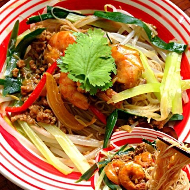 チビ〜ズも大絶賛ヽ(´∀`)ノ あたふたしてたらスープ吸っちゃいましたがこれまた病み付き 美味しい素敵レシピありがとうございます  ケンタロウさんも意識不明からスプーンを使えるまでに回復とNewsで知って嬉しい限り✨ 更なる回復を願ってます( *´艸`) - 95件のもぐもぐ - berrymint's Curry soup rice vermicelli♨ペコちゃんの病み付き第2弾✌ケンタロウさんのカレースープビーフン by Ami