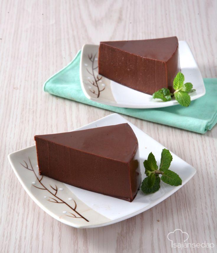 Brownies tak hanya lezat saat tampil dalam bentuk cake, jadi puding juga enak, lo. Selain sebagai kudapan, jadikan Puding Brownies ini sebagai sarapan yang unik di pagi hari.