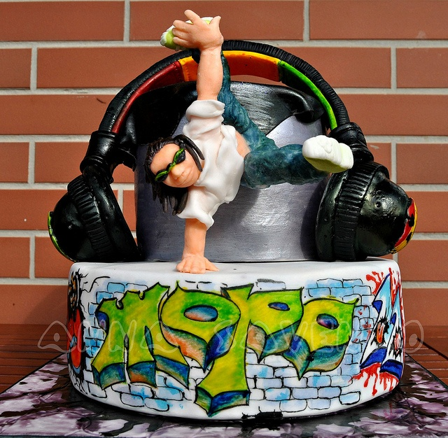 Break dance cake by anna savenko (sVeshti4ka), via Flickr