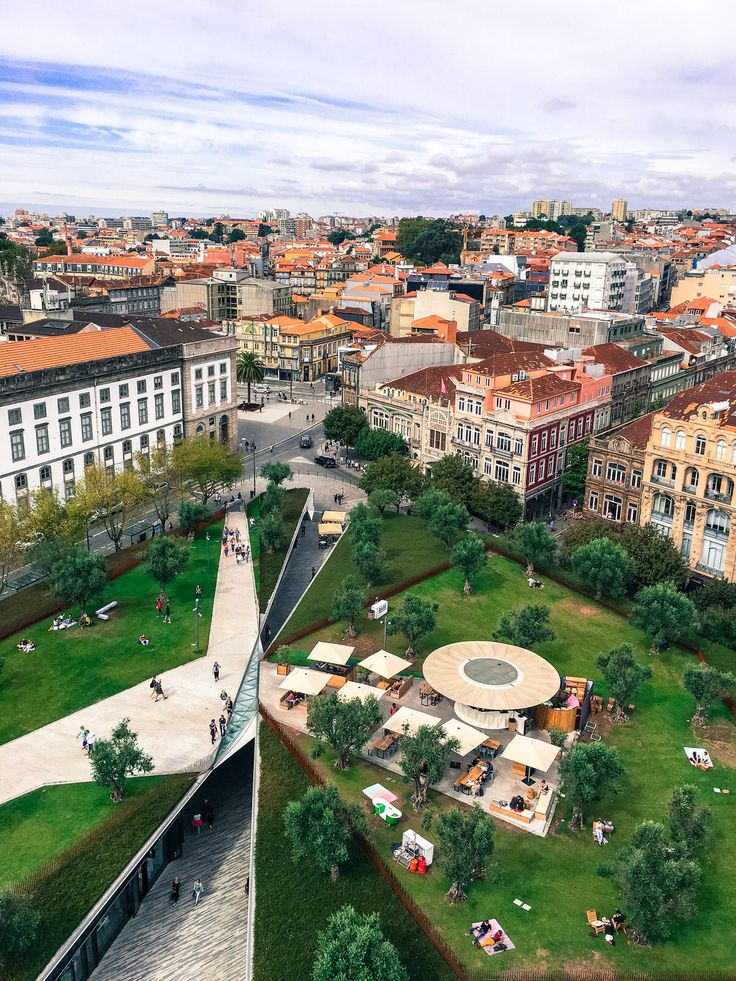 The 10 coolest bars to drink at in Porto