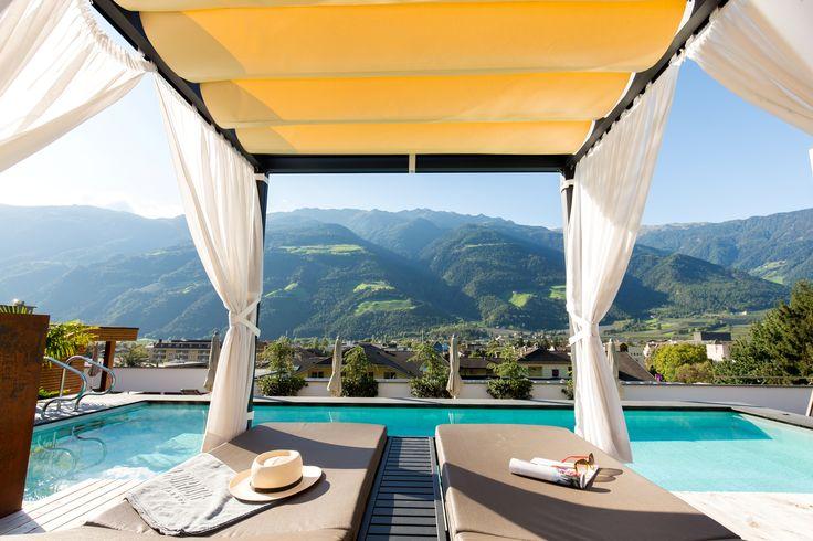Kuschelliegen mit atemberaubender Aussicht im Hotel Feldhof in Naturns