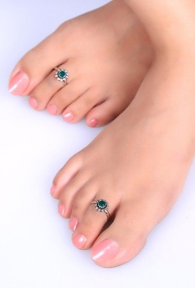 Enhance the beauty of your feet with this intricate flower shaped toe ring encrusted with emerald colour stone.Comes with an adjustable wire enclosure with rounded & filed ends to ensure comfortable pinch free fit.  Dimension: Diameter Weight: 4.92 gm Color: Sliver & green Closure: Adjustable Material: 92.5% sterling silver Finish: Hand crafted Inspiration: Banjara tribe, Rajasthan