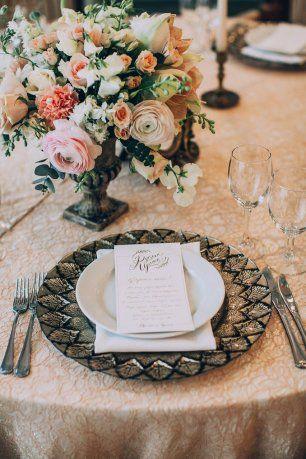 Роскошная сервировка свадебного стола