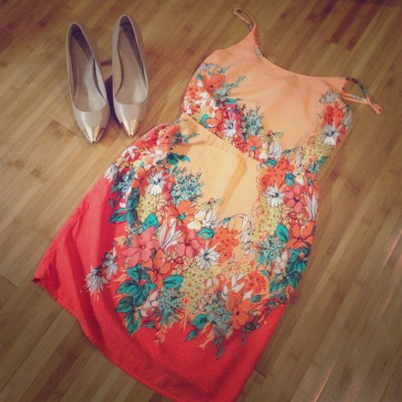 Old Navy secret garden dress Lightweight old navy dress in orange, peach, and coral florals. Size M. 100% Rayon. Old Navy Dresses