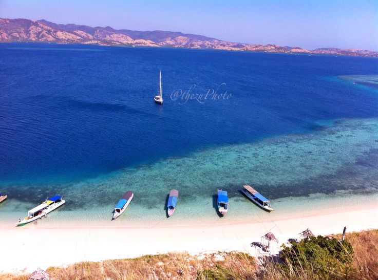 Location :Rutong Beach - 17 island - NTT - Indonesia  Feel so Good