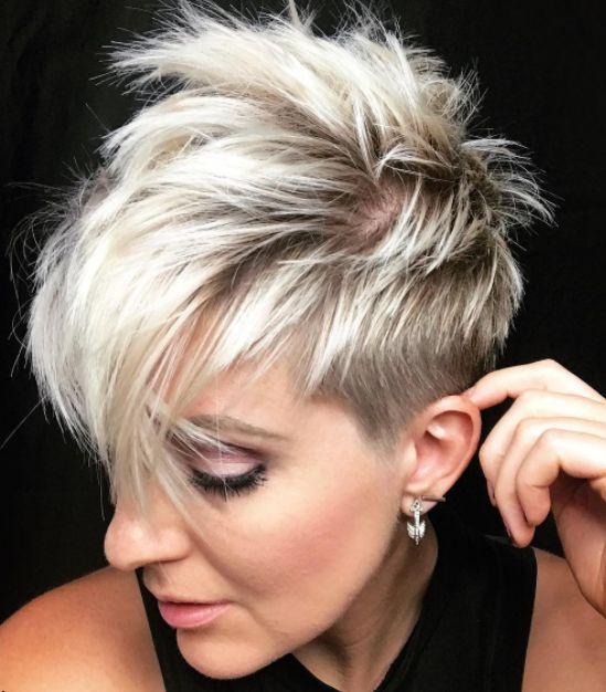 Ga jij voor een blonde korte coupe deze zomer? Blond is een perfecte haarkleur voor de zomerse maanden en deze zonnige haarkleur laat jou gegarandeerd stralen! Dus denk niet langer na en ga ook voor een kort blond koppie deze zomer! Laat je alvast inspireren door deze 10 prachtige korte kapsels in zomerse blonde kleuren! …