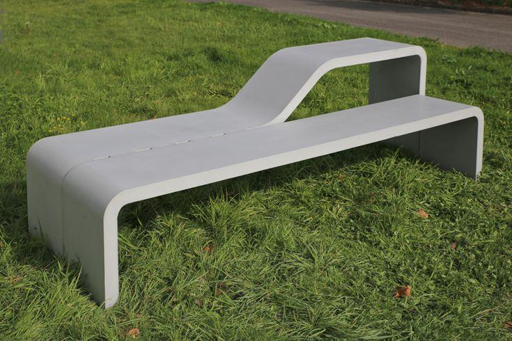 Banc table CANTINE URBAINE / design Sovann Kim en béton fibré ultra hautes performances gris