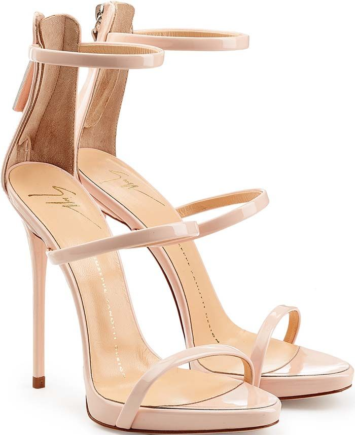 Kelly Clarkson's 'American Idol' Performance Brings Jennifer Lopez, Wearing Giuseppe Zanotti 'Coline' Sandals, to Tears