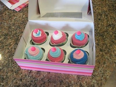 Washcloth Cupcakes.  Wouldn't this make a cute baby shower gift?