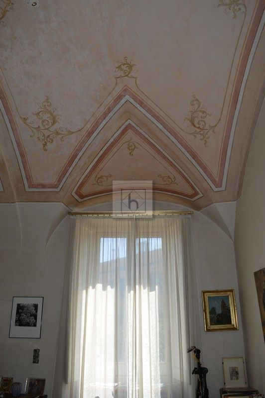 Castelletto salita Multedo • Vendita Genova • Studio Haupt  #vaultedceilings #living #livingroom #Italy #lovedetails #antique #decorations #pink #pinkceilings
