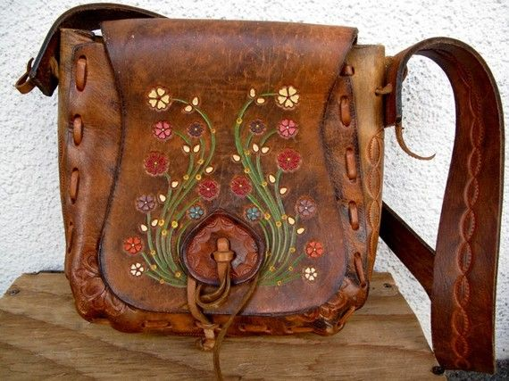 Beautiful vintage tooled leather and floral embossed purse.