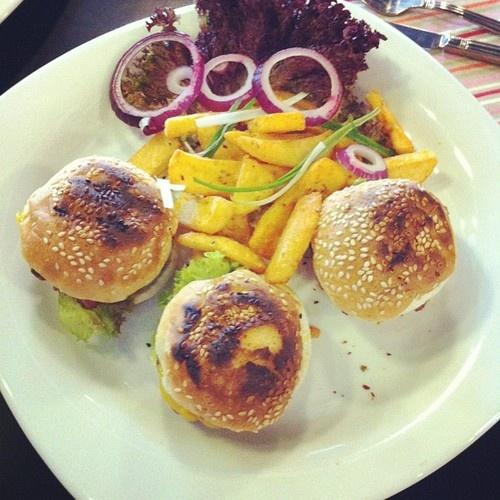 TT custom burger hizmetinizde sirf kiymadan  yag (Taken with Instagram)
