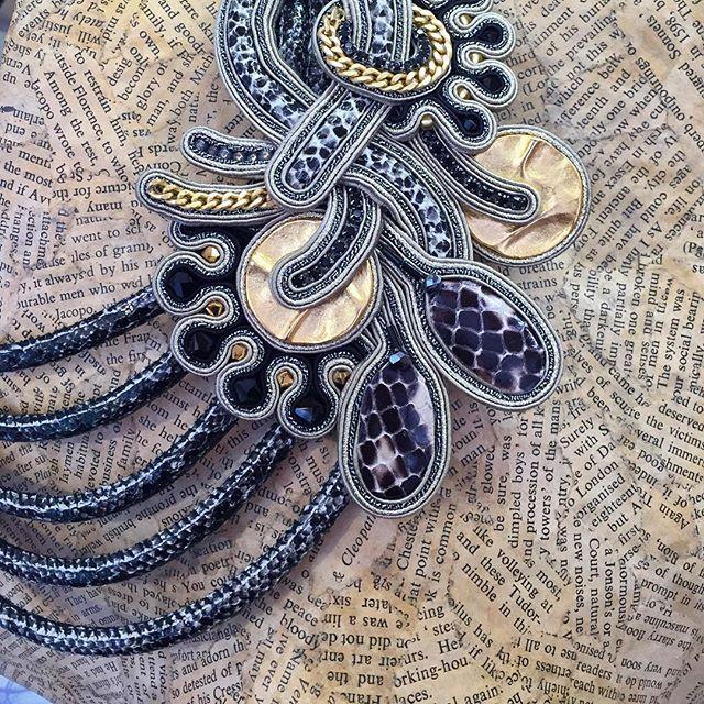 Dori's Impression collection - Collana in pelle di serpente.  #DoriCsengeri #statementjewelry