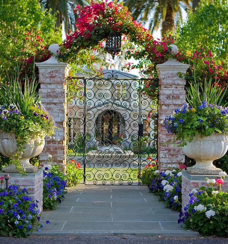 Garden entrance brick columns jardiner a pinterest for Jardineria leon