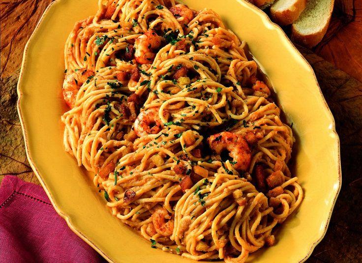 Spaghetti with fish sauce - Spaghetti con sugo di pesce - Le ricette de La Cucina Italiana