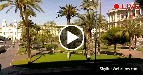 Meravigliosa veduta di Piazza Cavour con la Chiesa Evangelica Valdese e il Palazzo della Corte Suprema di Cassazione