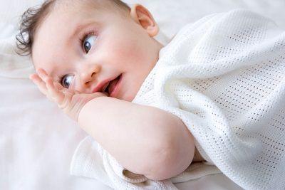 Как выбрать детское одеяло: главные требования и полезные советы http://sbabkin.com/kak-vybrat-detskoe-odeyalo-glavnye-trebovaniya-i-poleznye-sovety/  Чтобы ребенок чувствовал себя комфортно, и его сон был крепким (а сон родителей – спокойным), важно внимательно подходить к выбору постельных принадлежностей, главным из которых является плед/одеяло, особенно в первые месяцы жизни малыша. В данной статье мы рассмотрим обязательные требования, которым должны отвечать Детские одеяла и пледы, а…