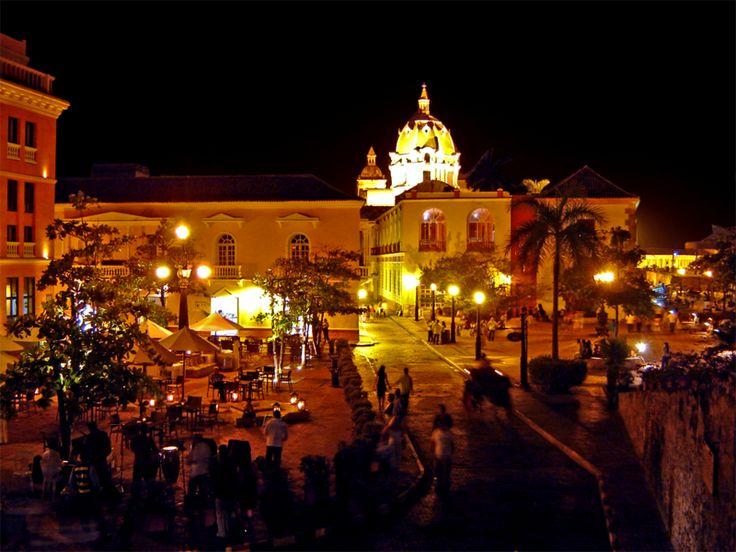 Cartagena tiene diversión para todos los gustos: una vida nocturna muy activa, buena gastronomía y muchos rincones románticos, además de playa y algunos hoteles magníficos para una luna de miel en el Caribe colombiano de ensueño.