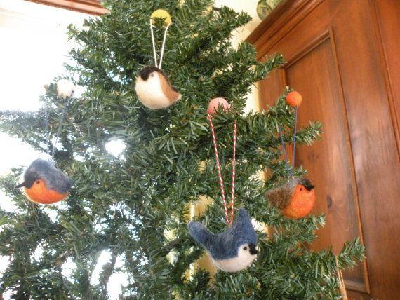 Ornements oiseaux d'hiver avec boule de par LeilaLandCreations