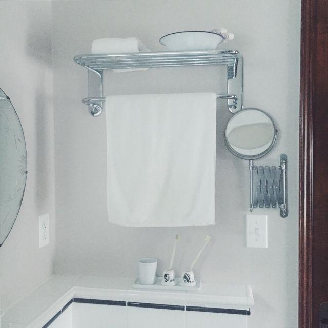 kateさんの、アメリカンスイッチ,タイル,アンティーク,洗面所,脱衣所,バスルーム,歯ブラシスタンド,シザーミラー,無印良品,IKEA,ホーロー,タオル掛け,CIBONE,鏡,バス/トイレ,のお部屋写真