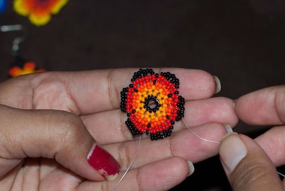 Huichol flower | The Bumblebead ~ Seed Bead Tutorials