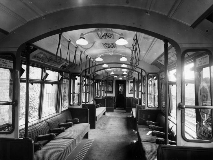 Interior of an all-steel London underground train, circa 1920. | 38 Breathtaking Pictures From The Early Days Of The London Underground