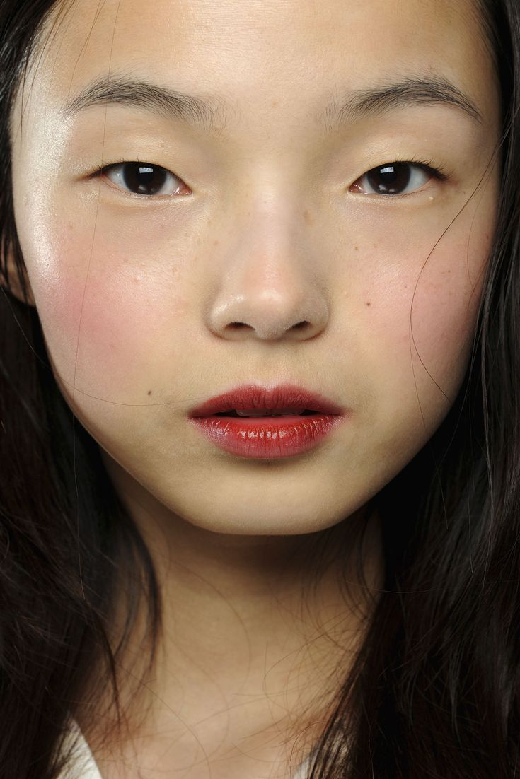 Ju Xiao Wen - I like the really clean face with the red blush and lip tint!!