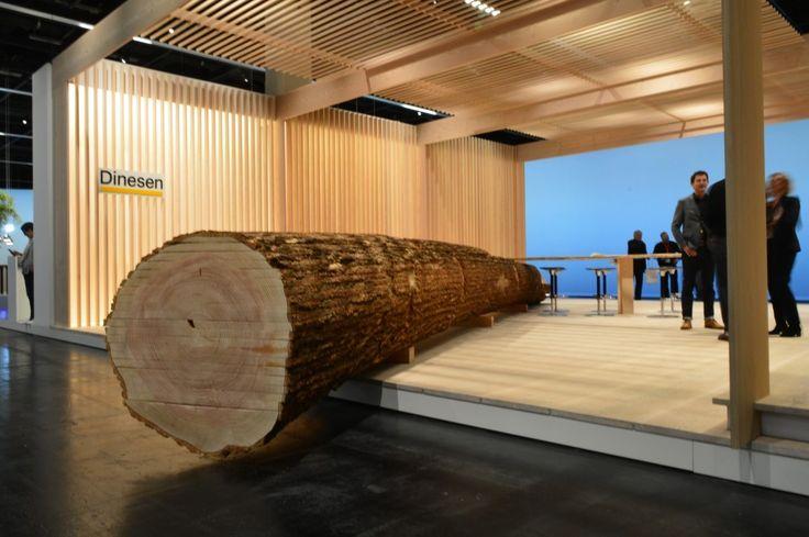 Celem prezentacji duńskiej firmy Dinesen na Orgatec 2016 było pokazanie, jak miękka konsystencja i naturalny wygląd drewna litego może przyczynić się do inspirującej atmosfery w nowoczesnym biurze lub innych przestrzeniach komercyjnych.