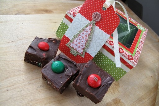 Rich but easy chocolate fudge loaded with mint chocolate M's, perfect for Christmas gifting! #christmas #chocolate #recipes #food