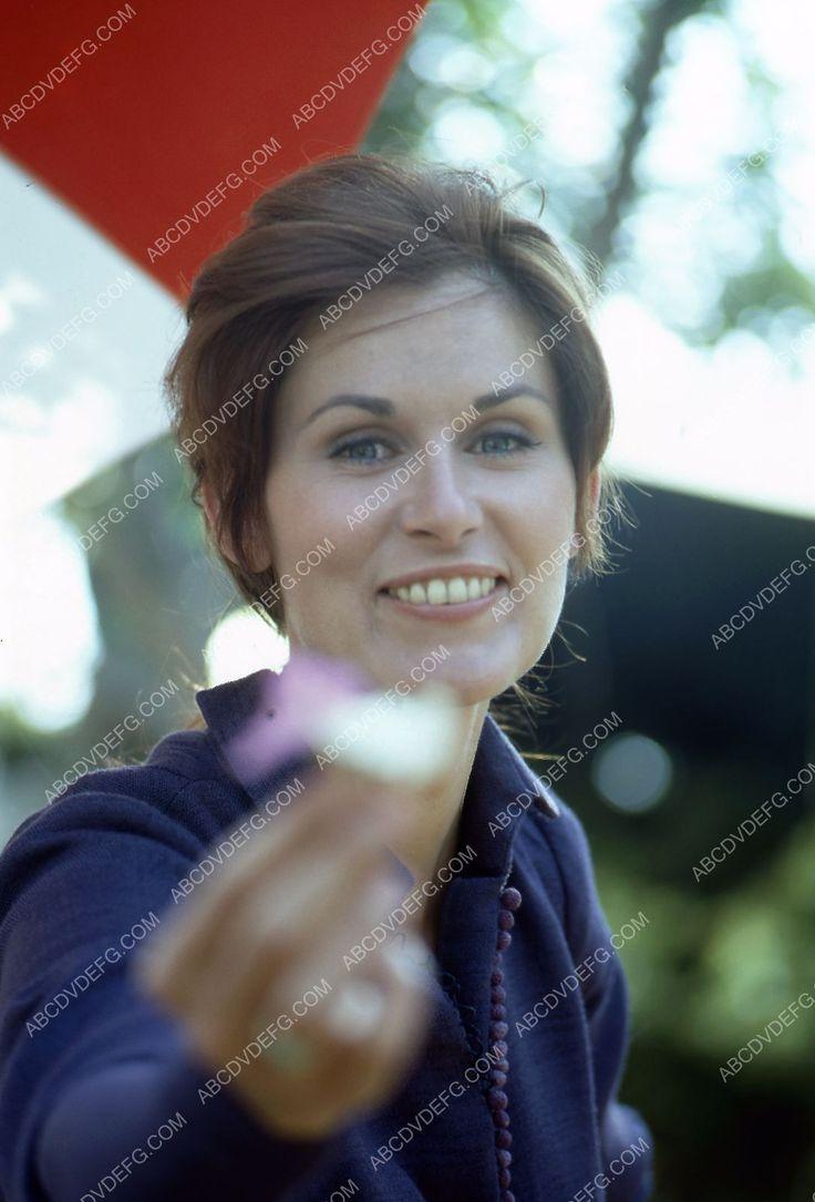 beautiful Susan Clark outdoors portrait 35m-2138