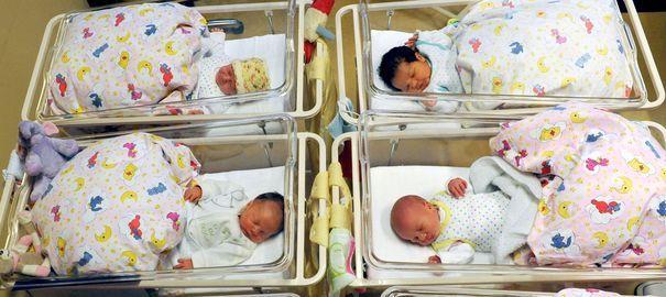 Il y a vingt ans, une auxiliaire de puériculture a interverti de bébé à la naissance https://formationparamedicale.wordpress.com/2014/12/03/auxiliaire-de-puericulture-un-metier-a-risques/