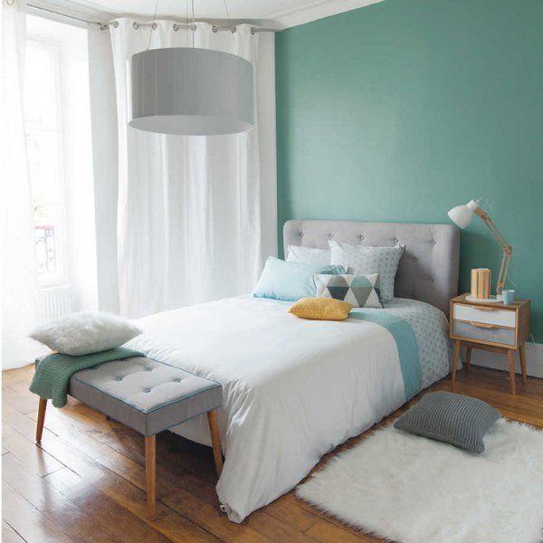 <p>Lit et tête de lit sont inspirés de l'hôtellerie de luxe et ont été conçus pour inspirer sentiment de confort généreux et de douceur...