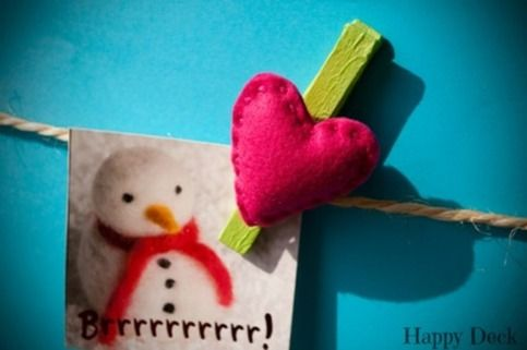 Welcome to Happy Deck!  These decorative pegs are made of properly colored or decoupaged wood. Small charming handmade figures made of felt and sewed with woolen thread, are attached on them.  You can use them to seal packages (e.g. in the kitchen), hold photos, drawings or notes, adding a spe...