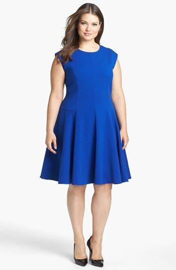 Vestido com saia A, disfarça a largura do quadril e deixa a silhueta muito mais feminina.