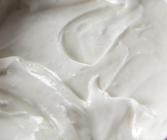 Whipped Sheabutter Maar shea boter en druivenpitolie staan er om bekend dat ze iets sneller intrekken dan andere oliën of boters.