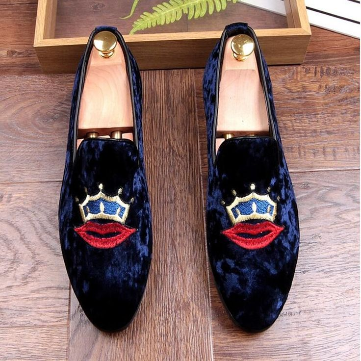 57.41$  Buy here - http://ali4ui.shopchina.info/go.php?t=32800006856 - Red lips pattern Casual Shoes For Men 2017 New Fashion Slip On Loafers Lazy Shoes Black Blue Flat Driving Shoes Mocassin T031617  #SHOPPING