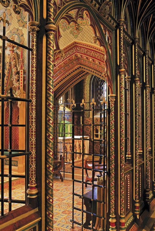 From Pastel Pink to Pastel Blue: Why Colorful Architecture is Nothing New,A view into the Chapel of the Blessed Sacrament of St Giles' church, Cheadle, by A.W.N. Pugin (1840-1846). Acknowledgments to Michael Fisher. Image © Mark Titterton