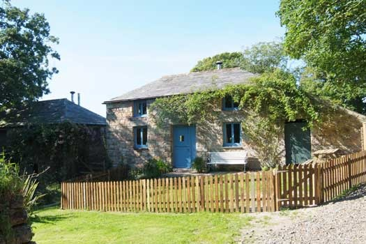 Lower Cadwin Cottage (2570) is a very pretty little cottage for four, in a tranquil setting not far from the north coast of Cornwall.